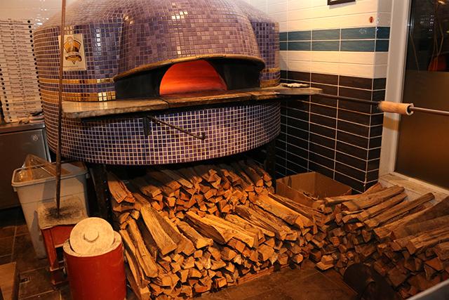 アンティーカ ピッツェリア ダ ミケーレ 福岡の店内のピザ窯