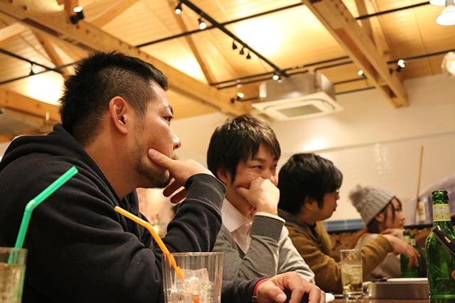 真面目な話に耳を傾けるリクト山口社長とリクト古川さん